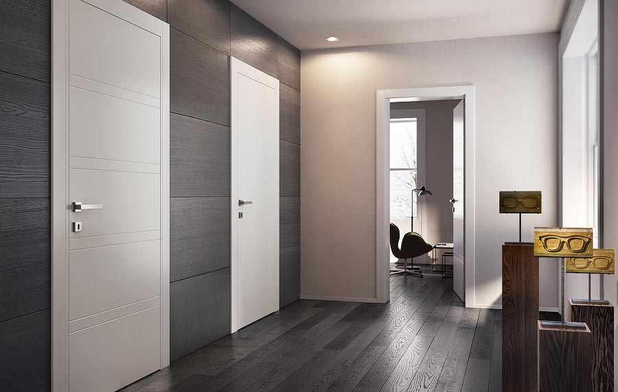 Серый пол и светлые двери в интерьере