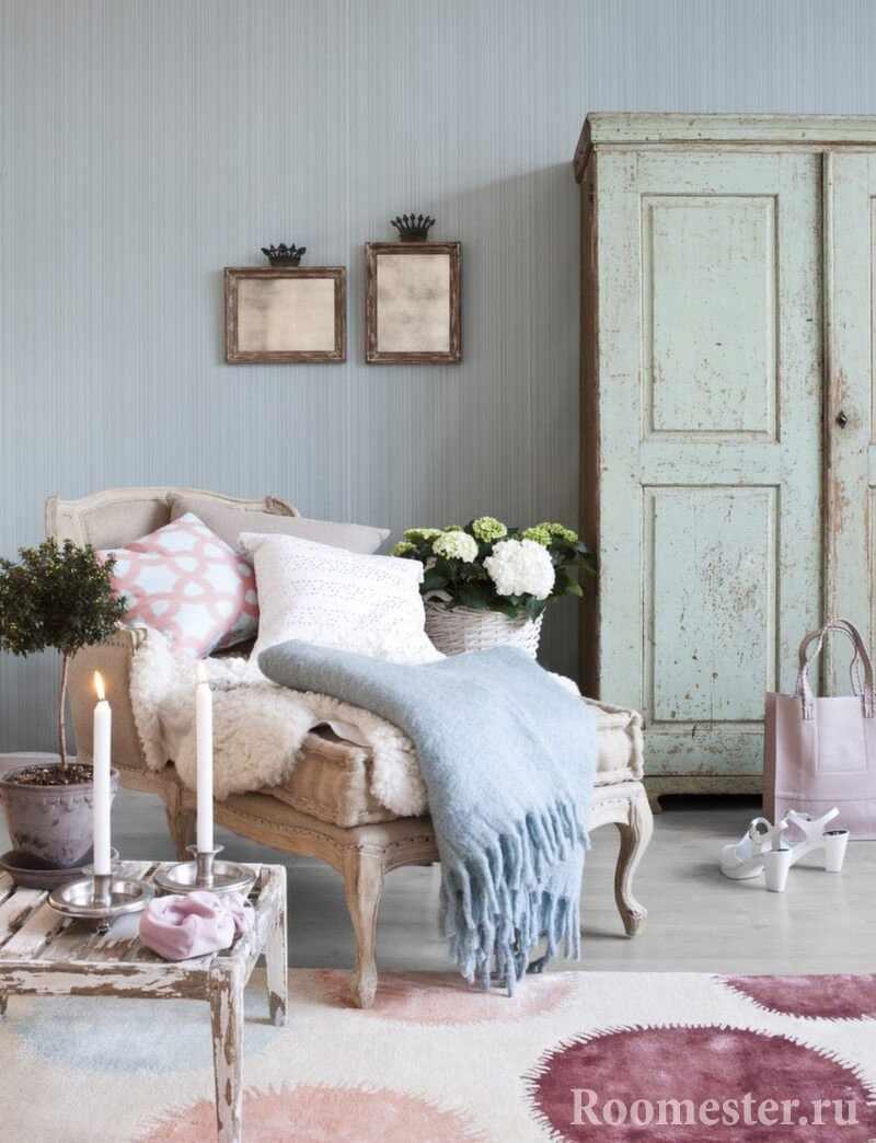 Гостиная комната с софой