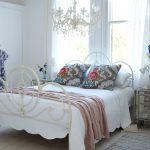 Деревянный пол - теплое решение для спальни