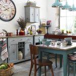 Кухня в доме в смешанном стиле прованс и шебби-шик