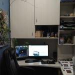 Шкаф над компьютерным столом