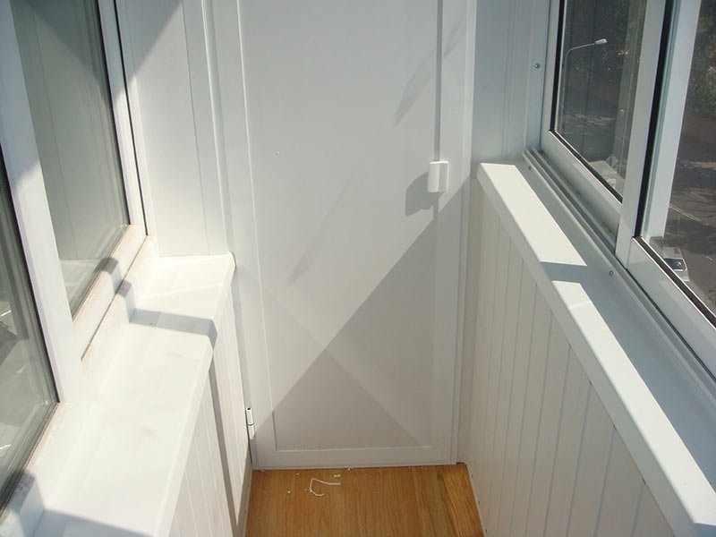 Пластиковая дверь шкафа