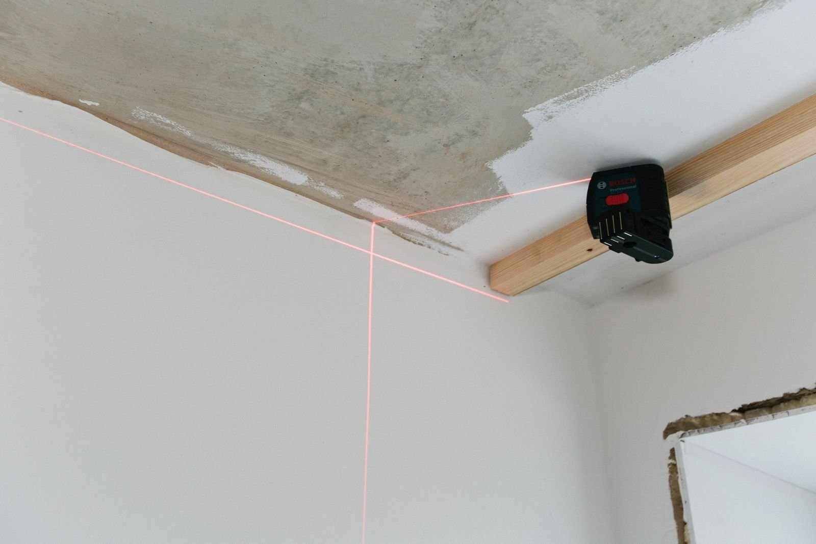 Делать замеры от потолка
