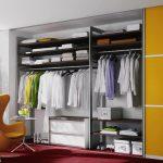 Желтые акценты в гардеробной