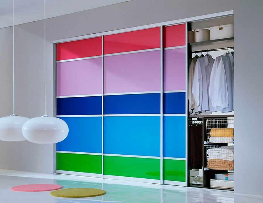 Яркий фасад шкафа-купе