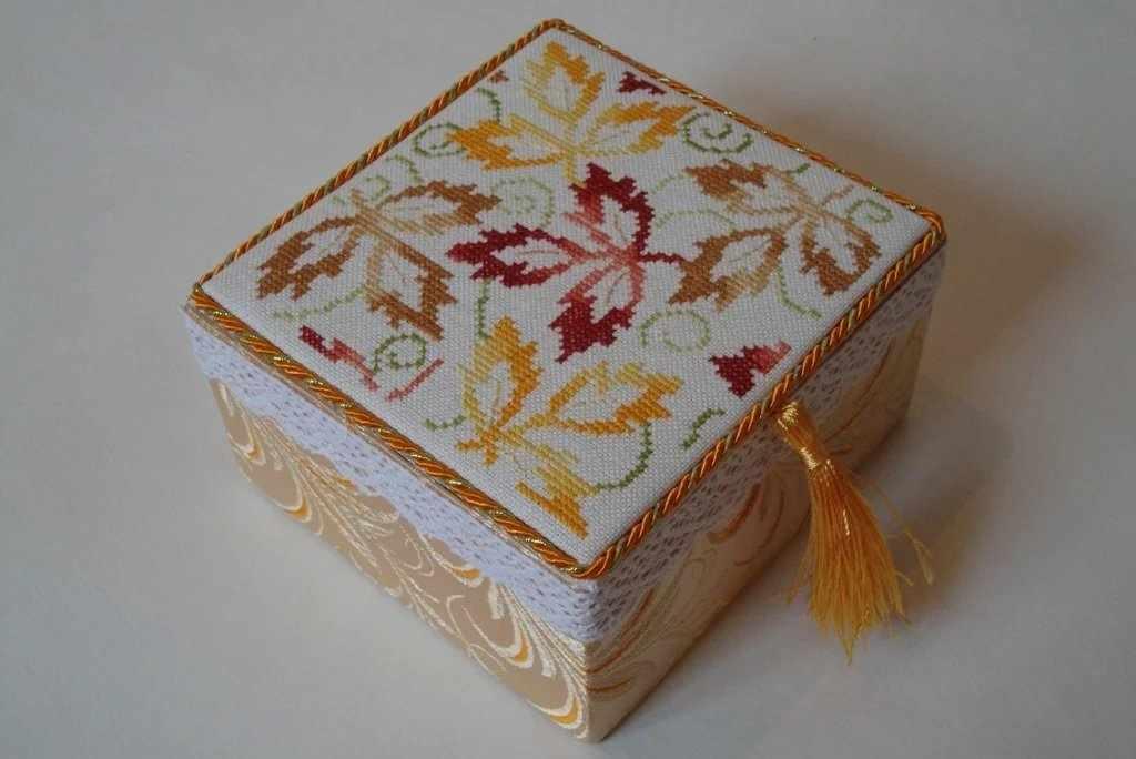 Ткань на шкатулке