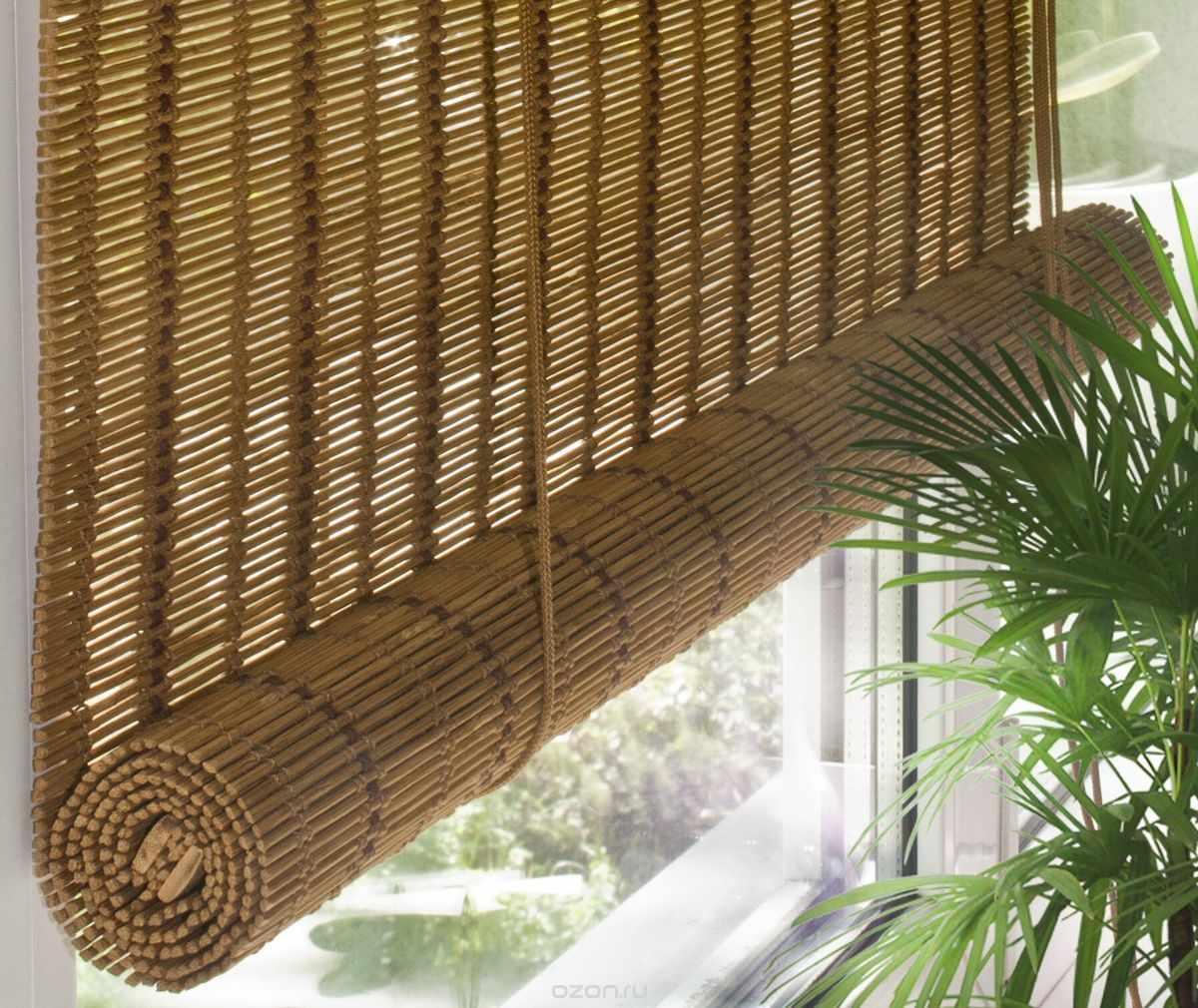 Бамбуковые шторы на кухне с балконом