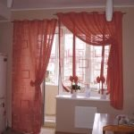 Красные шторы в интерьере