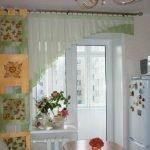 Салатовые шторы на кухне с балконом