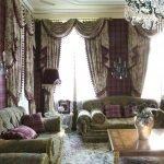 Бело-фиолетовые шторы в гостиной