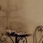 Бокалы на столике