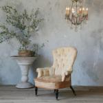 Столик рядом с креслом