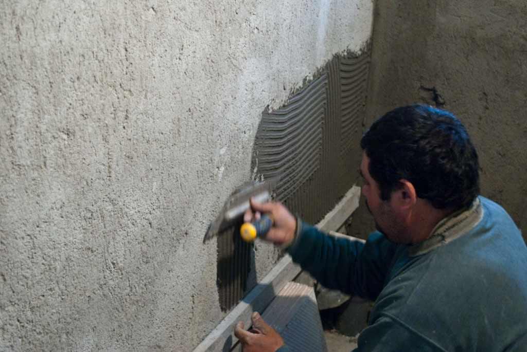 Штукатурка стен под плитку