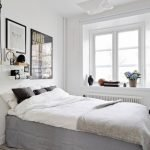 Светильник у кровати и люстра