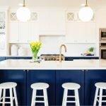 Стол-остров с мойкой на кухне