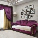 Фиолетовый диван в гостиной