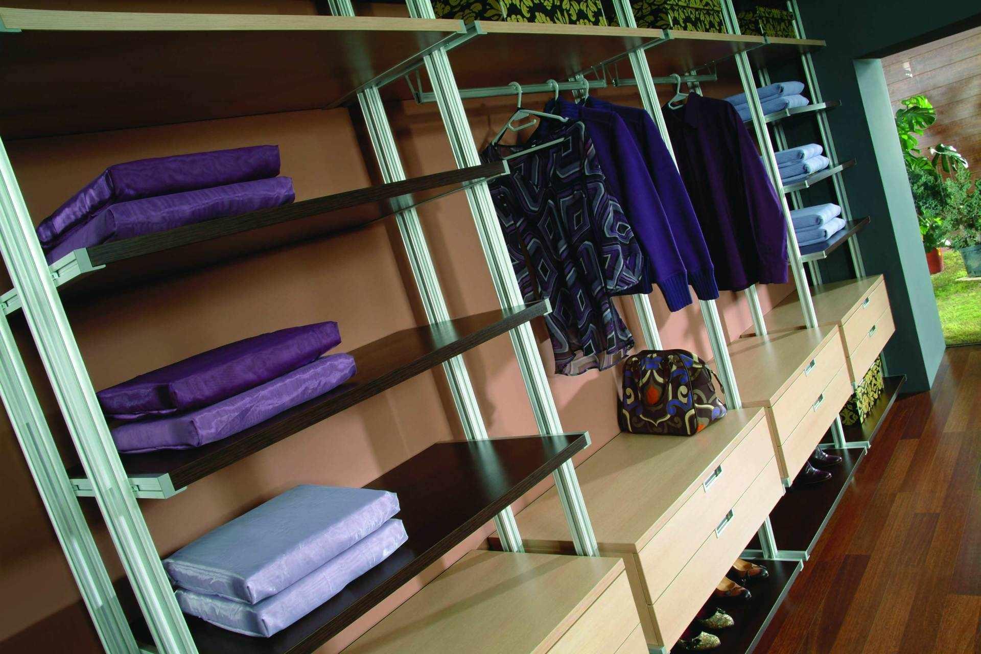 Колонные системы хранения в гардеробной