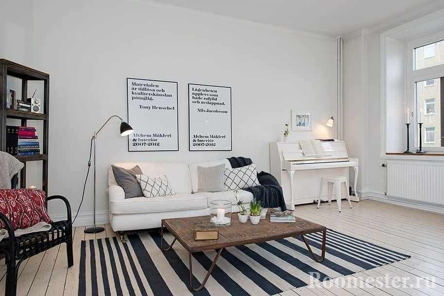 Минимализм в гостиной с белым пианино