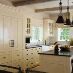 Светлая мебель на кухне
