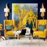 Желтые кресла в синем интерьере