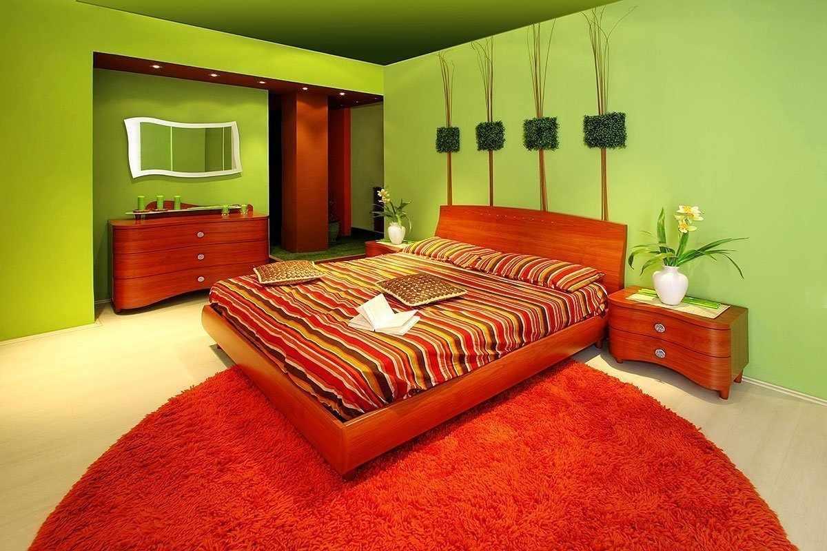 Красно-зеленый интерьер спальни