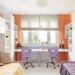 Оранжевые шторы в светлом интерьере