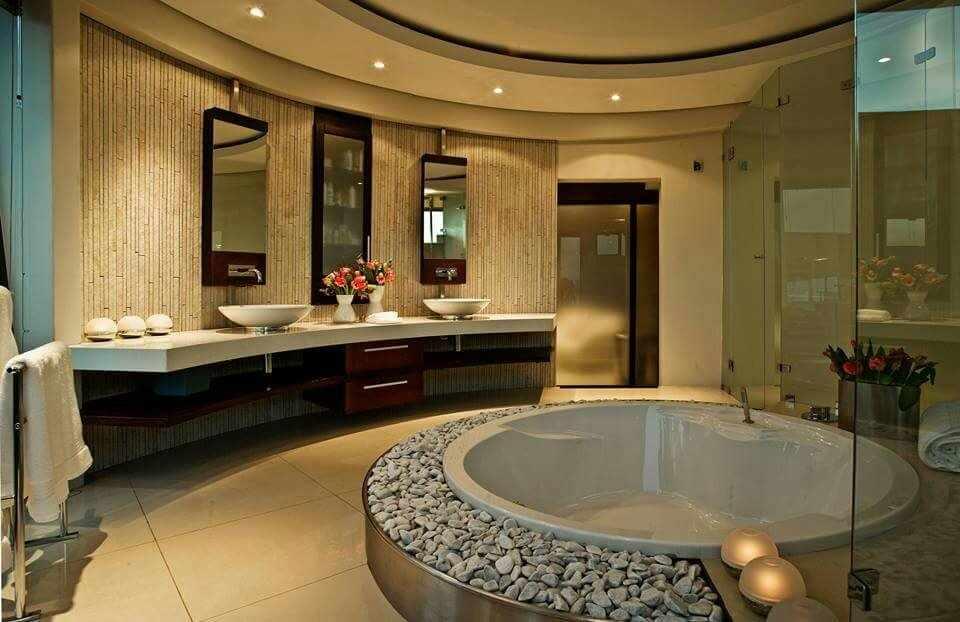 Современный дизайн ванной в коттедже