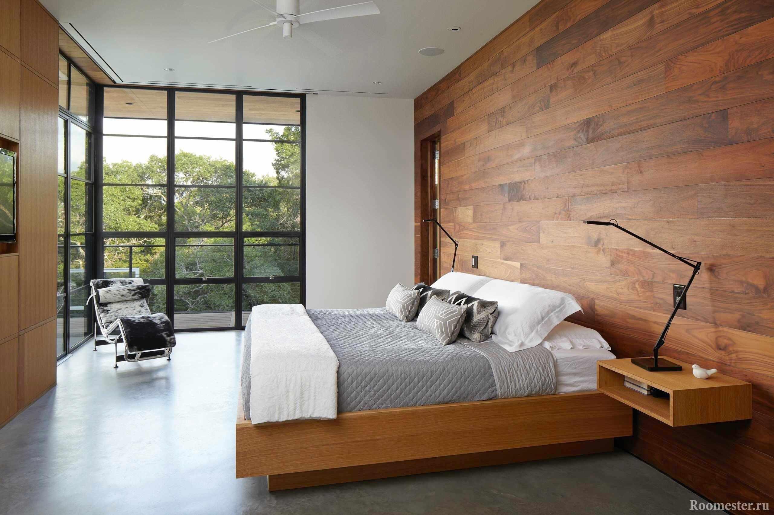 Спальня с отделкой под дерево