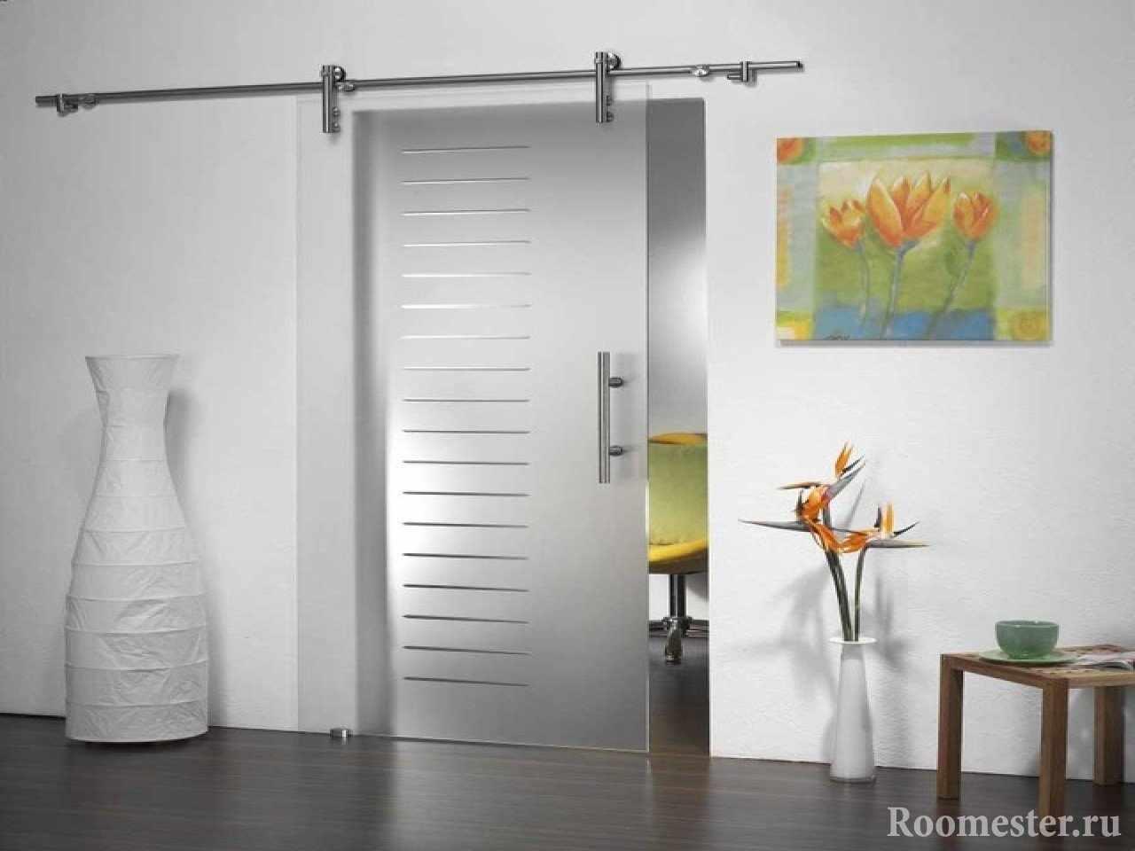 Стеклянная сдвижная дверь