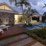 Пальмы у дома