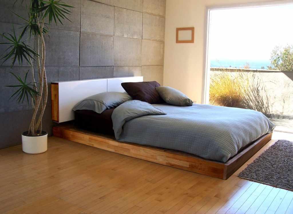 Пальма у кровати