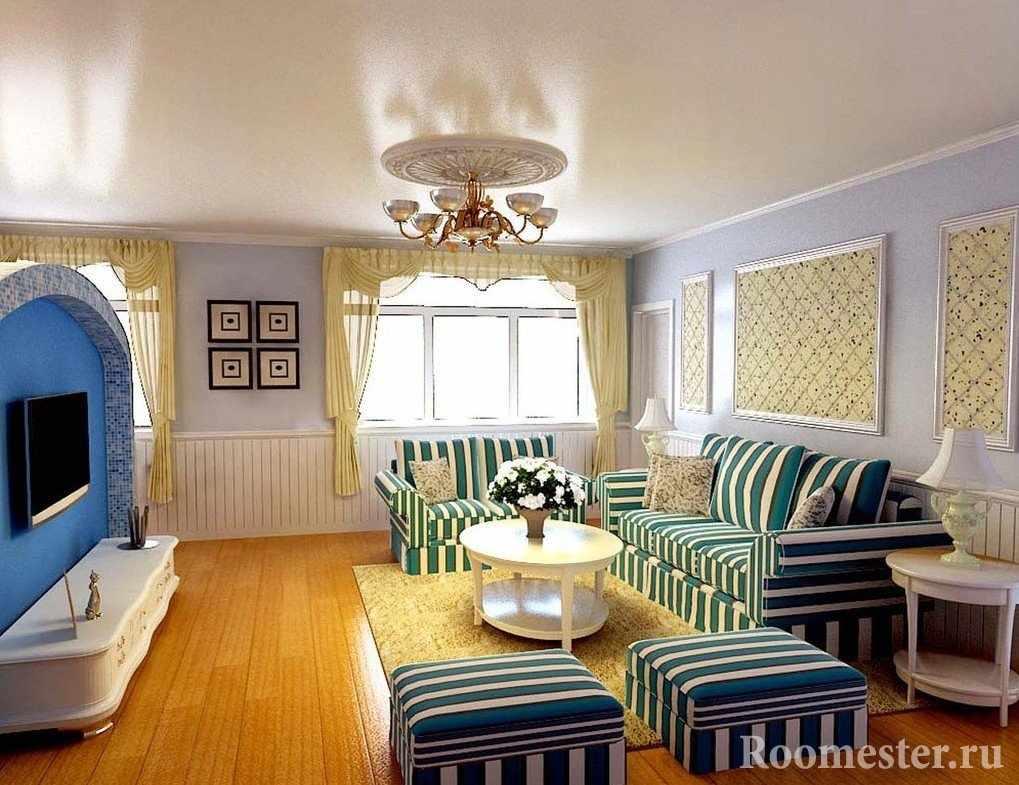 Полосатые диваны и пуфики перед телевизором