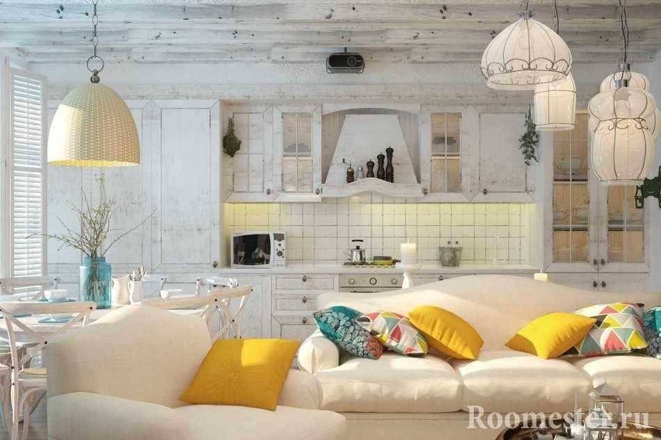 Разноцветные подушки в белом интерьере