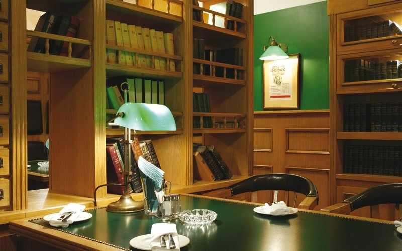 Кабинет-библиотека в стиле сталинский ампир