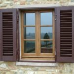 Окно в каменном доме