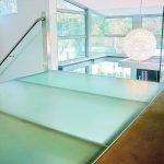 Матовое стекло на полу