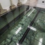Древние камни под стеклом
