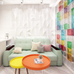 Цветная стена в гостиной