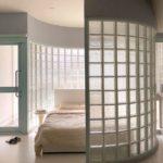 Спальня со светлым полом