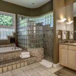 Перегородка между душем и ванной