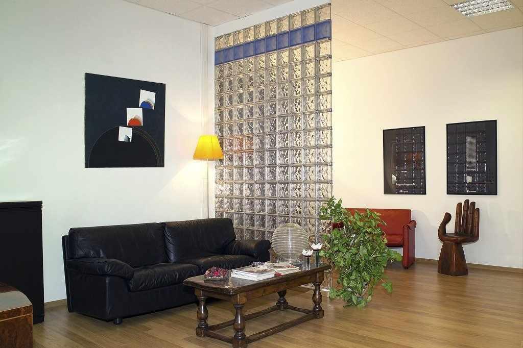 Стеклоблоки в интерьере комнаты