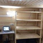 Деревянные полки для гаража