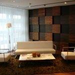 Белые кресла и диван в интерьере