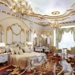 Интерьер с позолотой в спальне