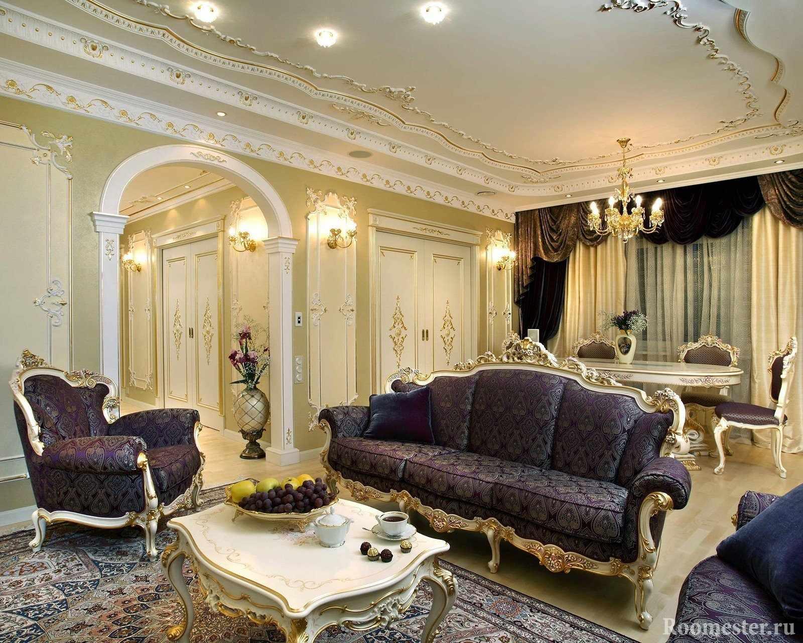 Мебель с резными узорами в гостиной