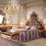 Деревянная мебель с резными узорами в спальне