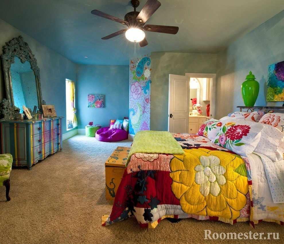 Люстра с вентилятором в спальне