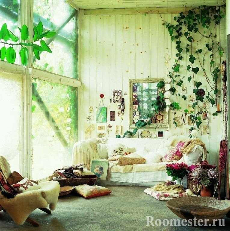 Комнатные растения на стене