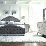 Небольшое количество мебели