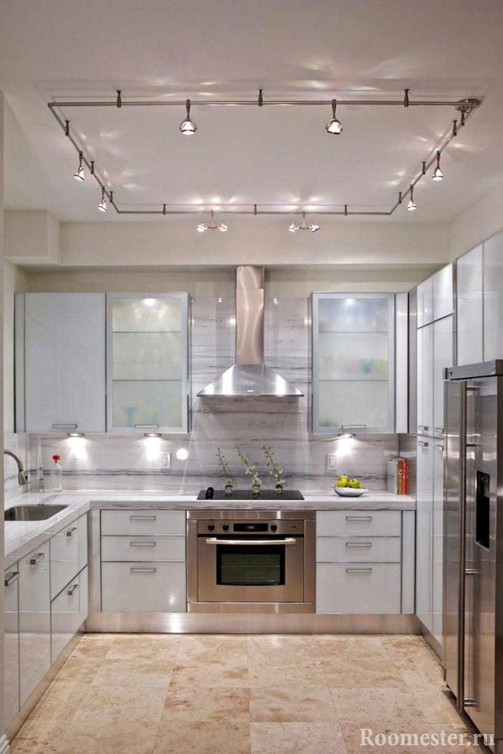 Кухня с точечным освещением